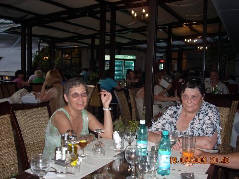 """18 iulie 2009-Volumul de versuri """"Saruta-mi lacrima""""a doamnei Atena Mariana Zara prezentat iesenilor DoinitasiAtena"""