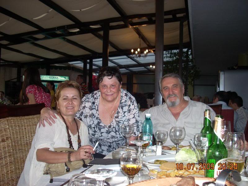 "18 iulie 2009-Volumul de versuri ""Saruta-mi lacrima""a doamnei Atena Mariana Zara prezentat iesenilor IcaAtenaNick"