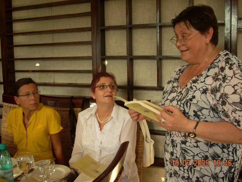 """18 iulie 2009-Volumul de versuri """"Saruta-mi lacrima""""a doamnei Atena Mariana Zara prezentat iesenilor MilucaMaraAtena"""
