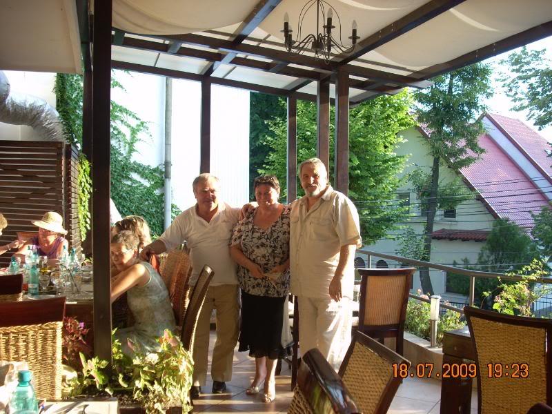 "18 iulie 2009-Volumul de versuri ""Saruta-mi lacrima""a doamnei Atena Mariana Zara prezentat iesenilor VictorAtenasiNick"