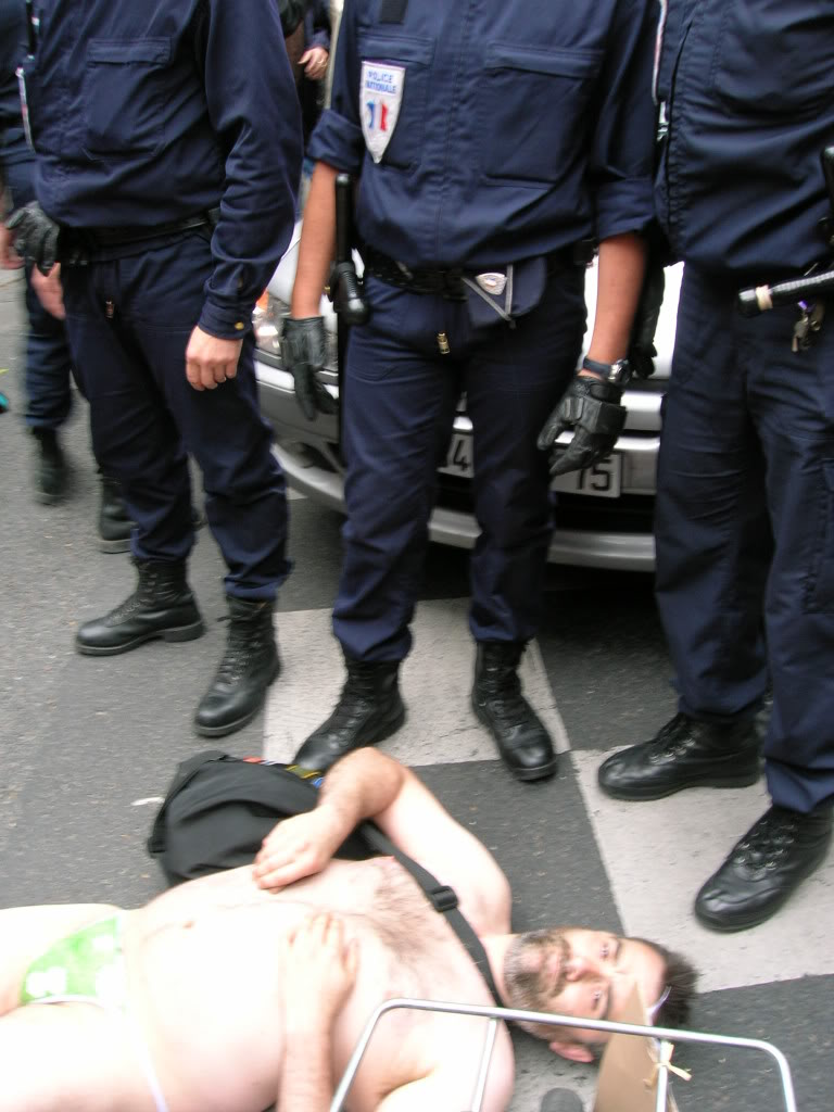 Manifestation nudiste à vélo contre la pollution DSCN8632