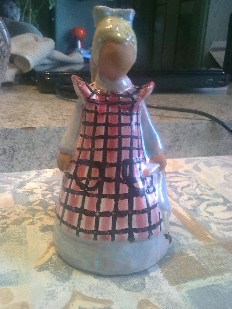 Need hel with identifiing figurine Image2253_zpspc9i1zoz