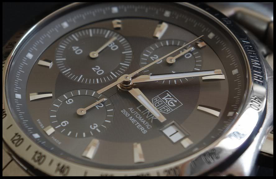 Feu de vos montres à fond anthracite Tag_Link