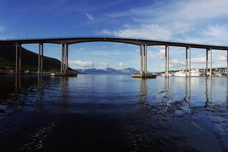 FS9 - Final em Tromso.... que Sol,um belo aeroporto ... PonteTROMSO