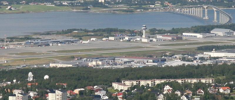 FS9 - Final em Tromso.... que Sol,um belo aeroporto ... TRMSOAIRPORT