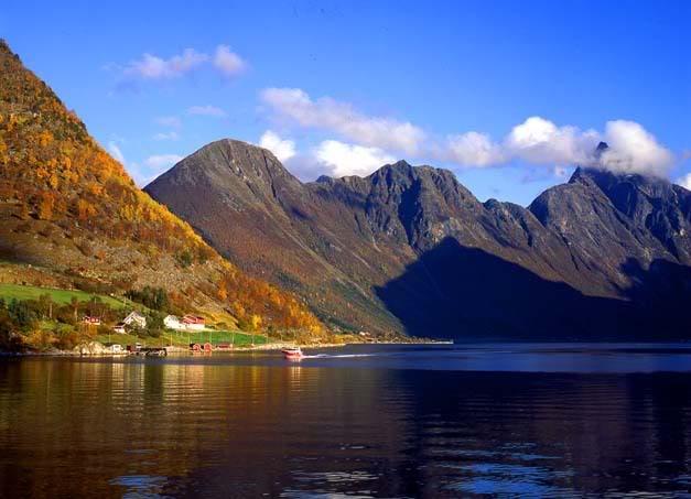 LEKNES, outra bela ilha Norueguesa...,aproximação show de bola tambem Leknes