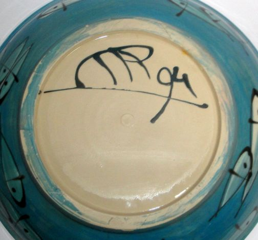 Does anyone recognise the make of this studio pottery bowl Studio%20fish%202%20small_zpstkrg0vbw