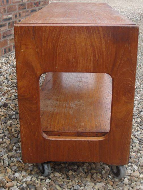 Can anyone help id this coffee / occasional table Retro%20table%201_zpsdnvyllji