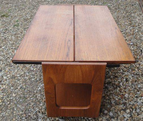 Can anyone help id this coffee / occasional table Retro%20table%204_zpsk7h9gytn