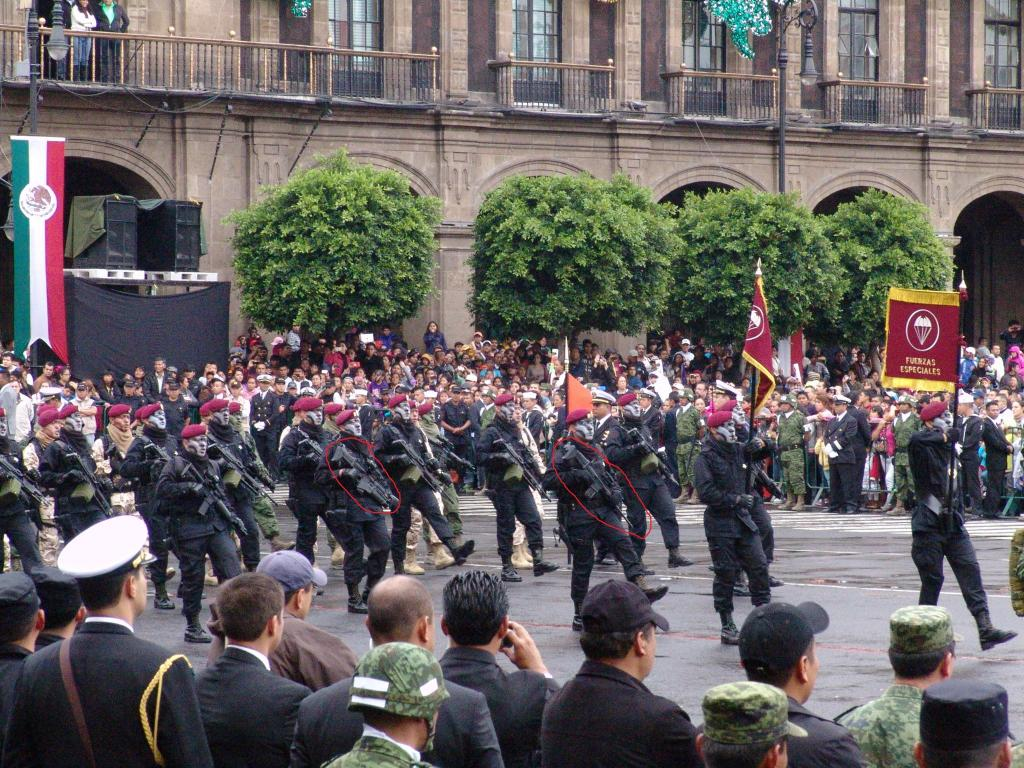 Desfile Militar completo 16 de Septimbre 2013 - Página 5 Scar_zpsf0ad5476