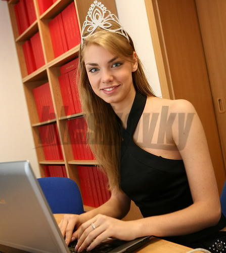 EDITA KRESAKOVA - Miss Slovakia World 2008 Edita-Kresakova-missforza08-Miss-1