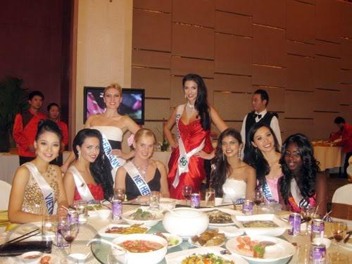 Sona Skoncova - Miss Slovak Republic International 2009 (Official Thread) - Page 4 Tai-tiec-chieu-dai-voi-gioi-bao-chi