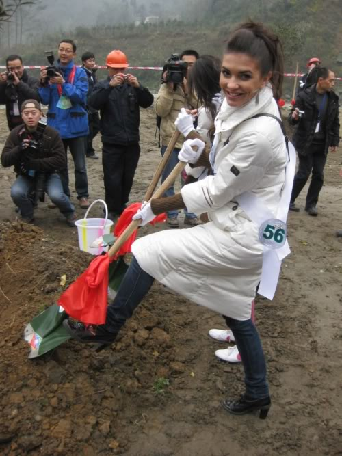 Sona Skoncova - Miss Slovak Republic International 2009 (Official Thread) - Page 4 Digging