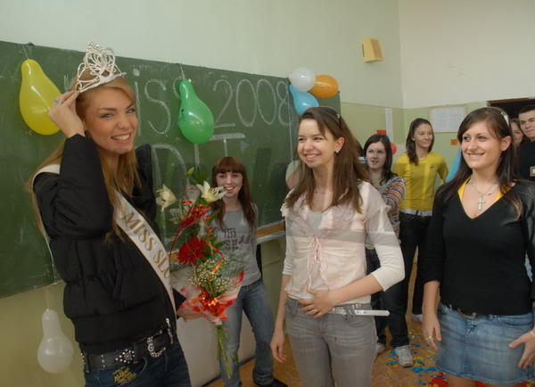 EDITA KRESAKOVA - Miss Slovakia World 2008 Edita-kresakova-missforza08-skol-1