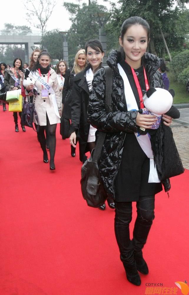 Sona Skoncova - Miss Slovak Republic International 2009 (Official Thread) - Page 4 Fofzfa