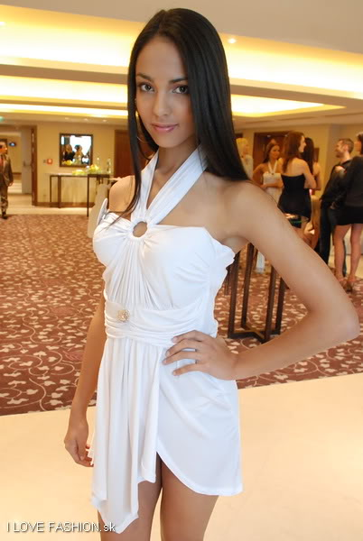 Road to MU Slovak Republic 2010! This Sunday! Post your bets! - Page 5 Missuniverse2010tlacovka_0023