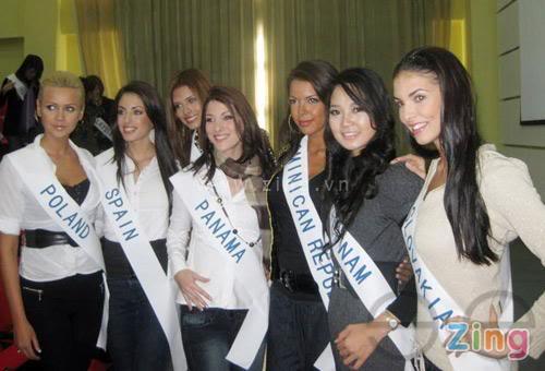 Sona Skoncova - Miss Slovak Republic International 2009 (Official Thread) - Page 3 T253286
