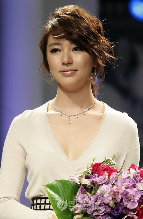 YEH: AT PRESENT - Page 2 Jewelfair_yeh3