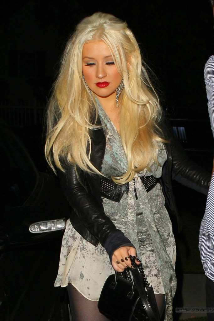 Xtina out in Studio City 06-2