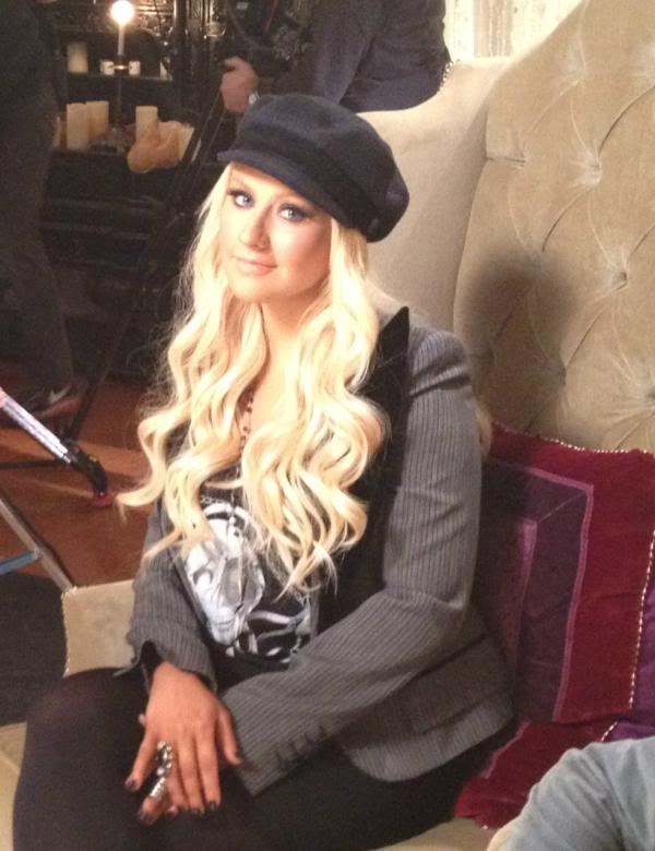 Xtina tweets new picture ^^ Af8k3SACIAEiLtY