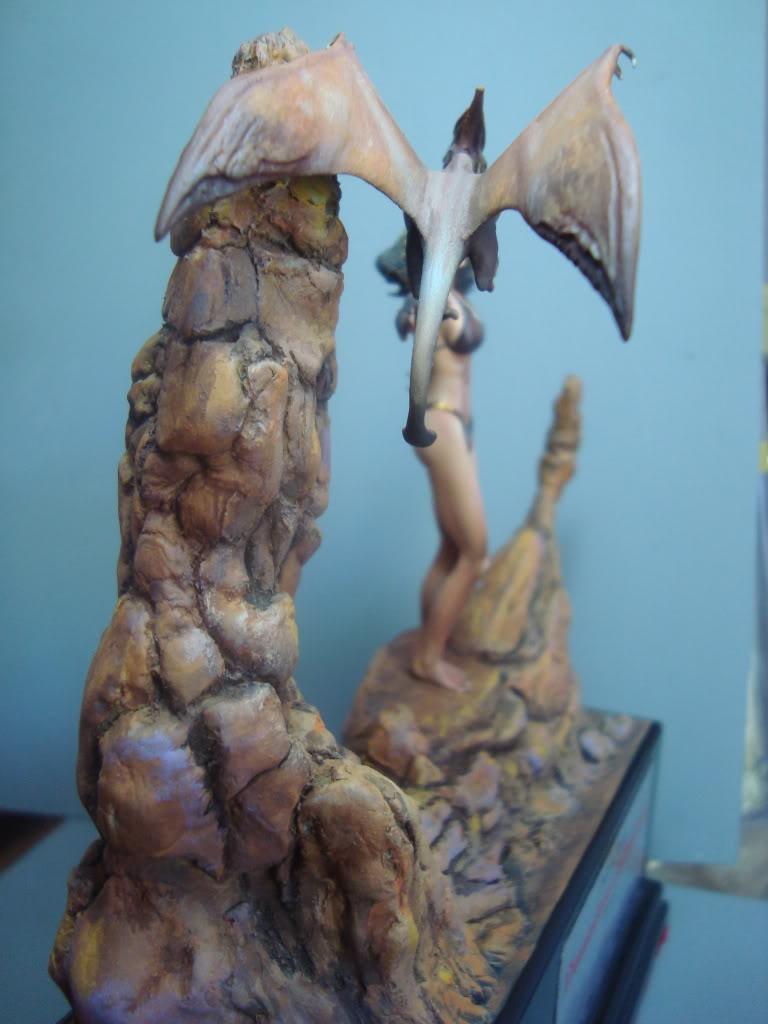 Vinheta  ¨Domadora de dragões ¨ 54mm Escultura em durepox DSC06014