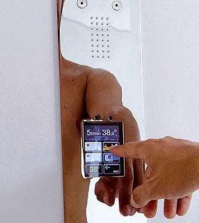 Chuveiro eletrônico é controlado via tela de LCD Chuveiro