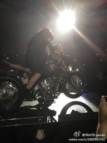 "Gira >> ""The Born This Way Ball Tour"" [6] - Página 2 Ar-V-CHCAAIFSGE"