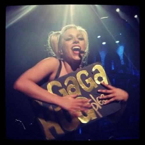 "Gira >> ""The Born This Way Ball Tour"" [6] - Página 3 Ar-ZMEBCAAAefkW"