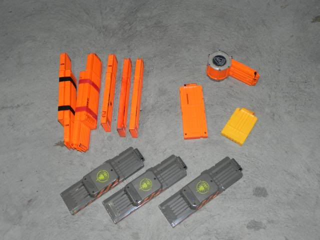 Spring cleaning - A whole heap of blasters and accessories FOR SALE DSCN8703_zps23cb1810