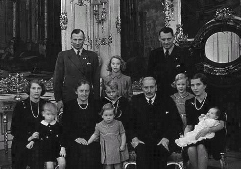 Ana-María de Dinamarca, reina de Grecia. D6
