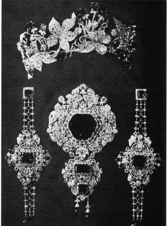 Elisabeth, emperatriz de Austria-Hungría - Página 9 Aus20emeralds2011