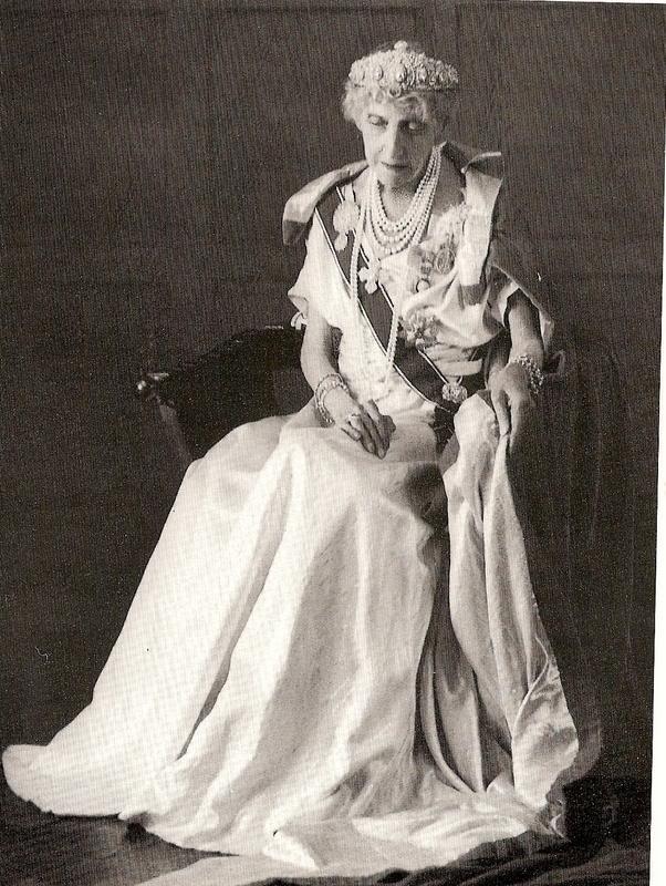 Vidas de reinas y princesas del pasado - Página 19 Var370