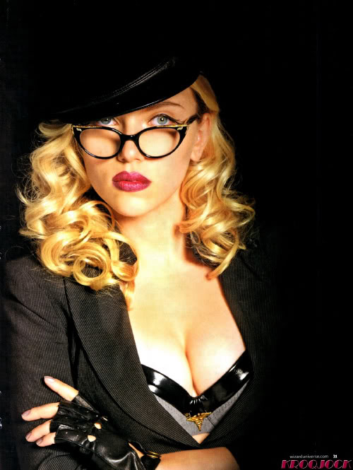 As mulheres mais belas do mundo!!! - Página 3 Scarlett-johansson-cleavage-silken-