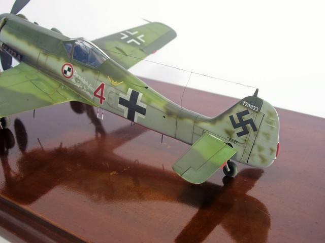 Focke Wulf 190 D-11, Revell 1/48 (Molde de Trimaster). FW190D-11Terminado%207_zpslkfyusdr