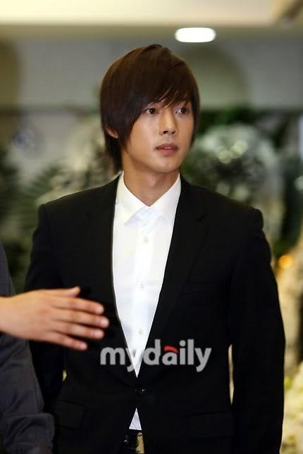 Kim Hyun Joong en el funeral de Andre Kim15 HJL_news001