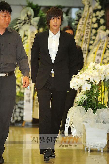 Kim Hyun Joong en el funeral de Andre Kim15 HJL_news002