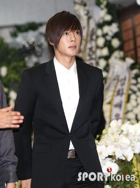 Kim Hyun Joong en el funeral de Andre Kim15 HJL_news009