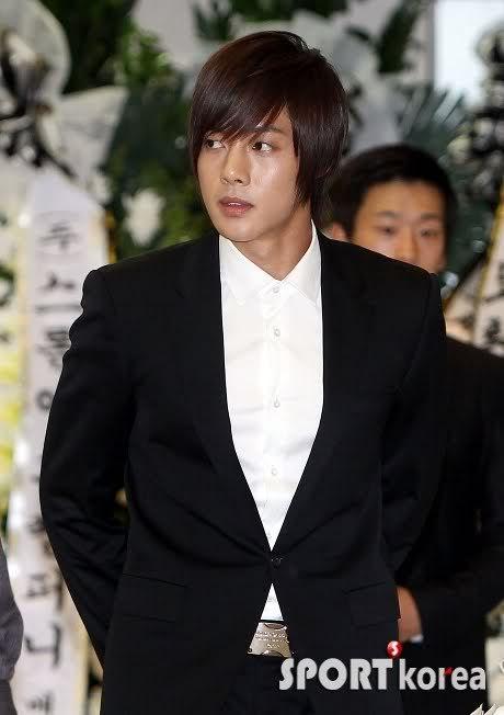 Kim Hyun Joong en el funeral de Andre Kim15 HJL_news010