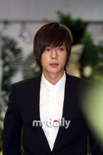Kim Hyun Joong en el funeral de Andre Kim15 HJL_news017