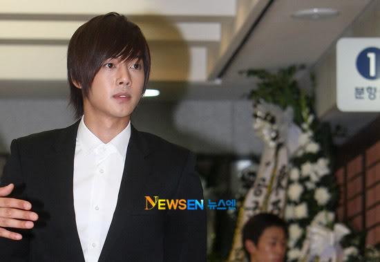 Kim Hyun Joong en el funeral de Andre Kim15 HJL_news018