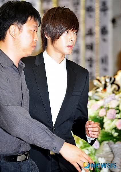 Kim Hyun Joong en el funeral de Andre Kim15 HJL_news023