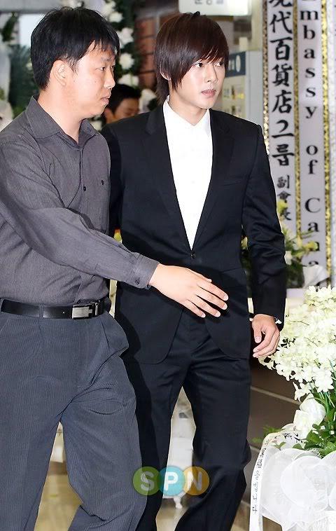 Kim Hyun Joong en el funeral de Andre Kim15 HJL_news026