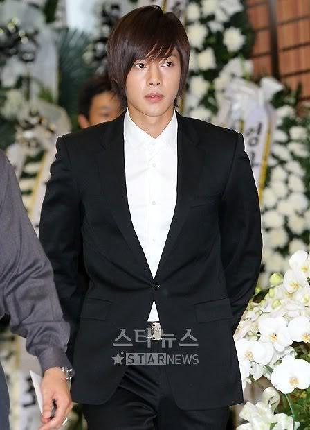 Kim Hyun Joong en el funeral de Andre Kim15 HJL_news028