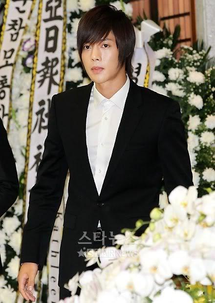 Kim Hyun Joong en el funeral de Andre Kim15 HJL_news029
