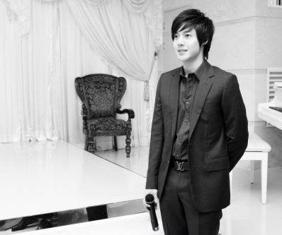 Más fotos de Kim Hyun Joong en el casamiento de su tío. HJL_web006
