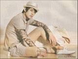 Kim Hyun Joong para la revista HIGH CUT vol.21 2010 – CF SHOOTING STAR -MVIO HYUN JOONG Th_HJL_highcut006