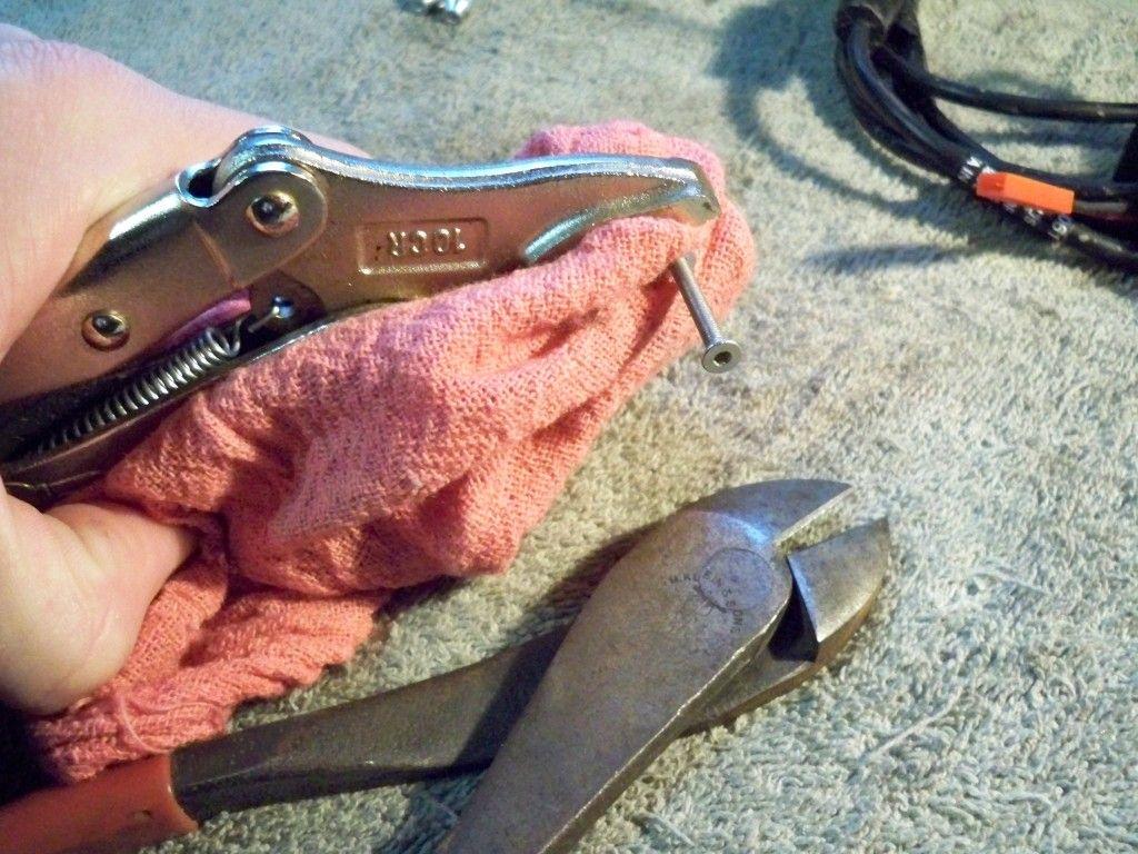 Montana 600 Amps Rugged Mount Thumb Screw Mod 100_0560