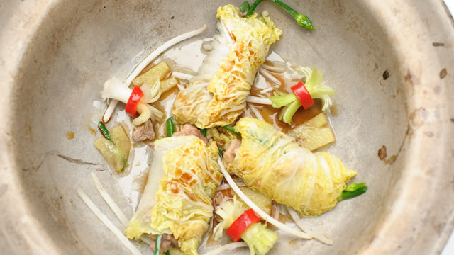 Stuffed Chinese Cabbage with Shredded Duck Andre_cabbageduck_640x360