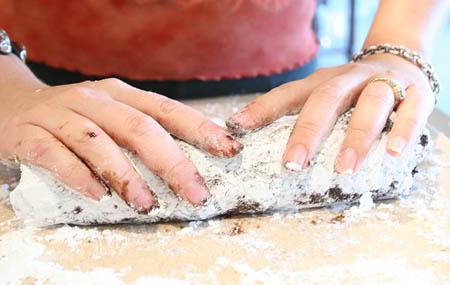 Chocolate Salame Chocolate-salami-rolling-salami