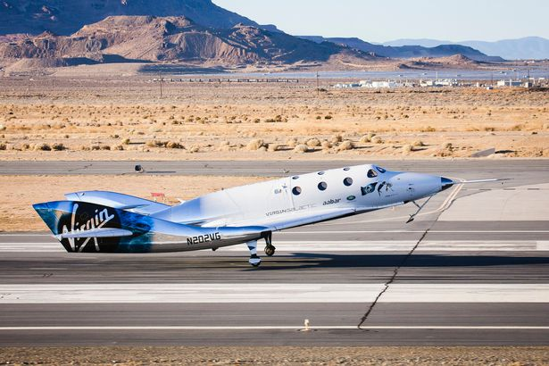SpaceShipTwo / White Knight 2 - Page 28 03-JUNE-Virgin-Galactic-spaceship